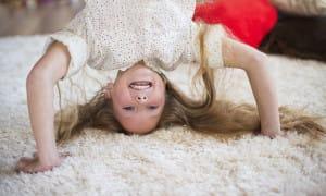 Sauberer Teppich und Kinder
