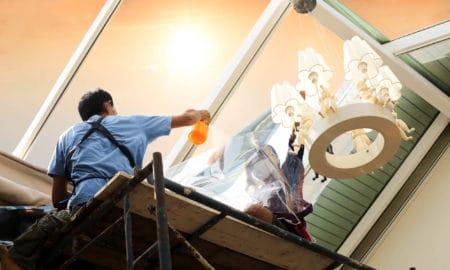 profesionální pracovníci firmy na mytí okna