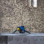 mytí oken za pomoci slaňování