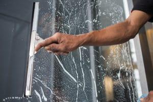 mytí oken a prosklených fasád
