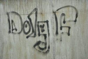 Odstranění graffity z betonu