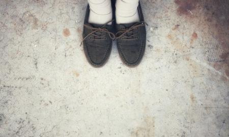 šmuhy od farby na podlahe