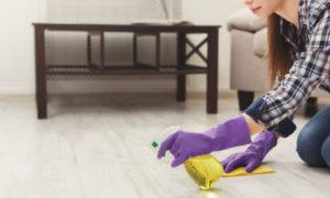 stržení lepidla z podlah